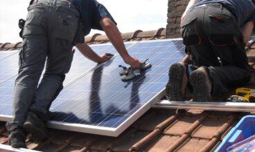 Precios 2021 Las placas solares fotovoltaicas reducen la factura de la electricidad a la mitad